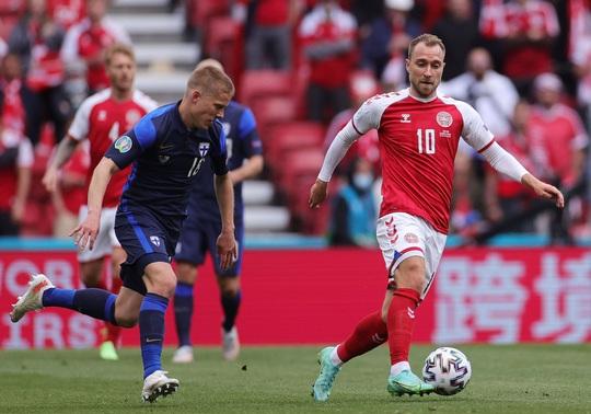 Eriksen đổ gục xuống sân, cầu thủ Đan Mạch, Phần Lan bật khóc - Ảnh 1.