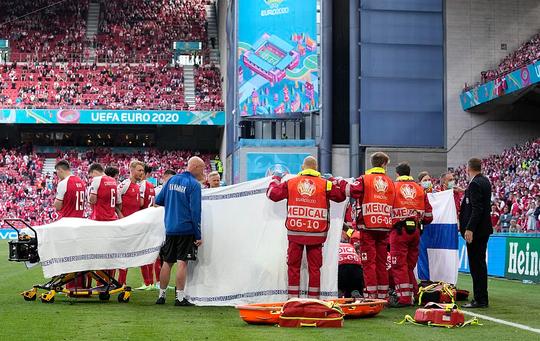 Cú sốc Eriksen và cách ứng xử đầy tình người của bóng đá châu Âu - Ảnh 4.