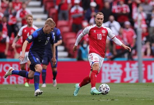 Cú sốc Eriksen và cách ứng xử đầy tình người của bóng đá châu Âu - Ảnh 1.