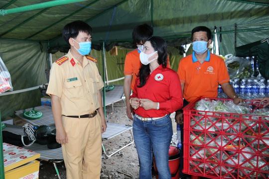 Tập đoàn Địa ốc Kim Oanh tiếp tục tri ân tuyến đầu chống dịch - Ảnh 2.