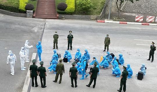 Công an TP HCM  phát hiện và trục xuất 13 người nước ngoài nhập cảnh trái phép - Ảnh 2.