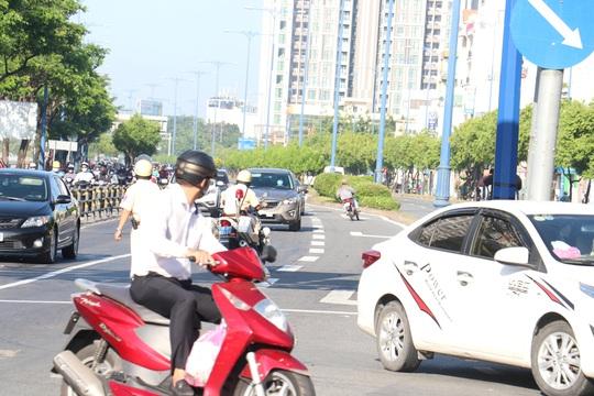 Đủ kiểu thi gan với CSGT trên đường Võ Văn Kiệt, TP HCM - Ảnh 7.