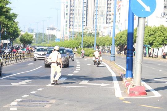 Đủ kiểu thi gan với CSGT trên đường Võ Văn Kiệt, TP HCM - Ảnh 8.