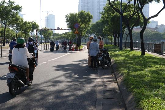Đủ kiểu thi gan với CSGT trên đường Võ Văn Kiệt, TP HCM - Ảnh 11.