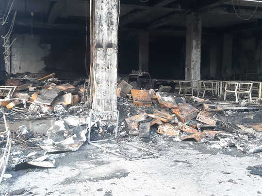 CLIP: Cháy phòng trà trong đêm khiến 6 người mắc kẹt tử vong - Ảnh 7.