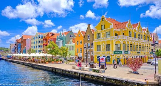 Curacao mở cửa hoàn toàn, miễn phí khách sạn đón du khách - Ảnh 1.