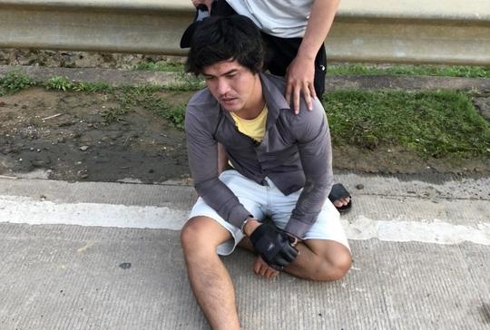 Bắt giam kẻ trốn khai báo y tế, đánh 2 CSGT bị thương - Ảnh 1.