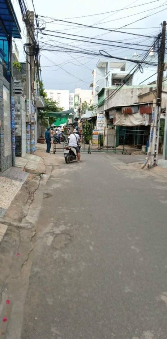 Đồng Nai phong tỏa chợ ở Long Bình Tân bên cạnh siêu thị Big C - Ảnh 4.