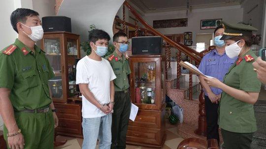 Khởi tố 4 giám đốc giúp chuyên gia dỏm nhập cảnh trái phép Việt Nam - Ảnh 2.