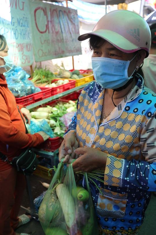 CLIP: Ấm lòng chợ 0 đồng của người phụ nữ 60 tuổi ở Cần Thơ - Ảnh 11.