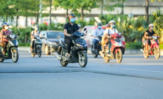 CLIP: Cận cảnh Dự án đại lộ Chu Văn An ngàn tỉ vẫn dang dở sau 7 năm thực hiện - Ảnh 4.