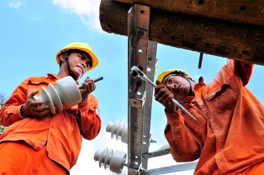 Sử dụng điện trong mùa mưa bão: Gặp sự cố, báo liền 19001006 hoặc 19009000 - Ảnh 2.