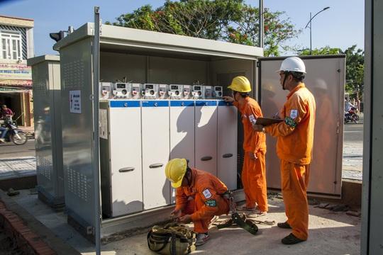 Sử dụng điện trong mùa mưa bão: Gặp sự cố, báo liền 19001006 hoặc 19009000 - Ảnh 3.