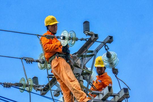 Sử dụng điện trong mùa mưa bão: Gặp sự cố, báo liền 19001006 hoặc 19009000 - Ảnh 4.