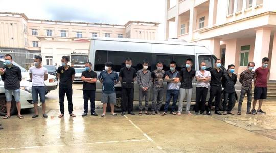 TP Bảo Lộc: Khởi tố nhóm đối tượng hỗn chiến khiến 2 người nhập viện - Ảnh 2.