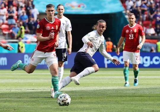 Nhà vô địch thế giới thoát thua trước Hungary - Ảnh 8.