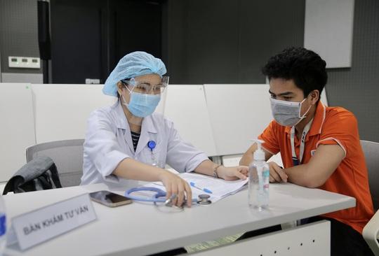 Những nhân viên đầu tiên tại Khu Công nghệ cao TP HCM được tiêm vắc-xin Covid-19 - Ảnh 3.