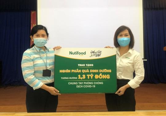 Nutifood và Ông Bầu trao tặng sản phẩm dinh dưỡng trị giá 1,3 tỉ đồng cho CBNV ngành y tế TP HCM - Ảnh 1.