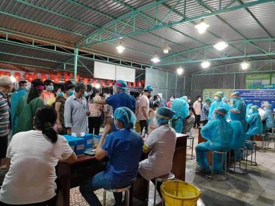 Nutifood và Ông Bầu trao tặng sản phẩm dinh dưỡng trị giá 1,3 tỉ đồng cho CBNV ngành y tế TP HCM - Ảnh 3.