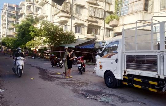 TP HCM ngày đầu cấm chợ tự phát, giao thông công cộng - Ảnh 8.