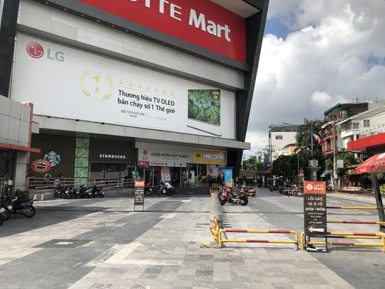 TP HCM ngày đầu cấm chợ tự phát, giao thông công cộng - Ảnh 7.