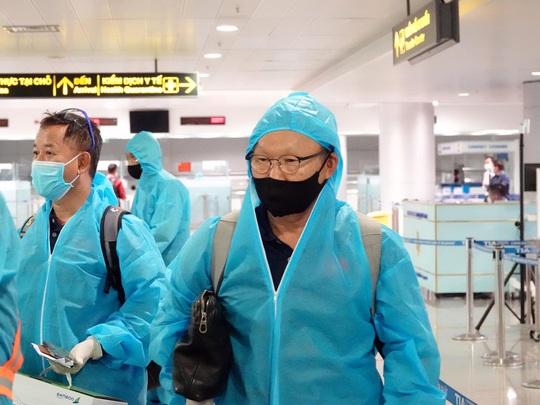 Đội tuyển Việt Nam âm tính, ngừng trả lời phỏng vấn đến hết cách ly - Ảnh 1.