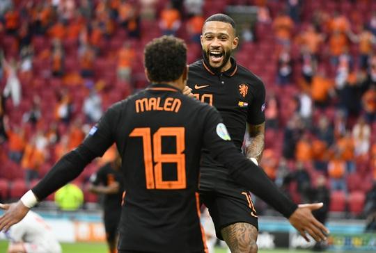 Hà Lan bị loại, KNVB chính thức sa thải HLV Frank de Boer - Ảnh 5.