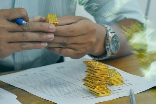 Giá vàng hôm nay 22-6: Bật tăng mạnh mẽ, dòng tiền quay lại thị trường - Ảnh 1.