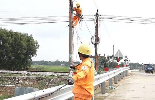 PC Quảng Ngãi: Đầu tư đồng bộ hạ tầng lưới điện - Ảnh 1.