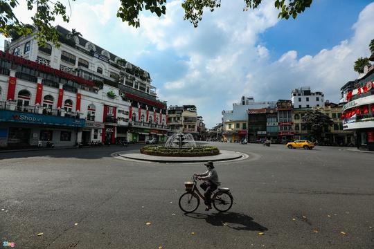 Giám đốc ADB: Việt Nam nên hỗ trợ trực tiếp doanh nghiệp, cá nhân - Ảnh 1.