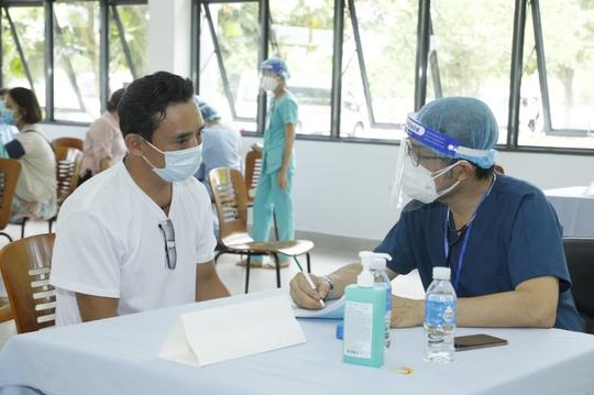500 công nhân nhà máy bia Sài Gòn ở Củ Chi được tiêm vaccine phòng Covid-19 - Ảnh 2.