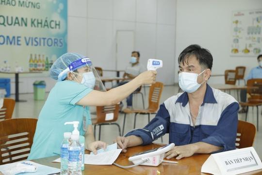 500 công nhân nhà máy bia Sài Gòn ở Củ Chi được tiêm vaccine phòng Covid-19 - Ảnh 4.