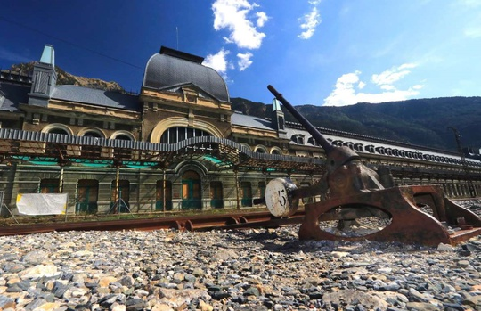 9 ga xe lửa bỏ hoang đẹp nhất thế giới - Ảnh 4.