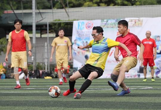 NÓNG: Sân bóng đá, sân golf ở Hà Nội được hoạt động trở lại - Ảnh 1.