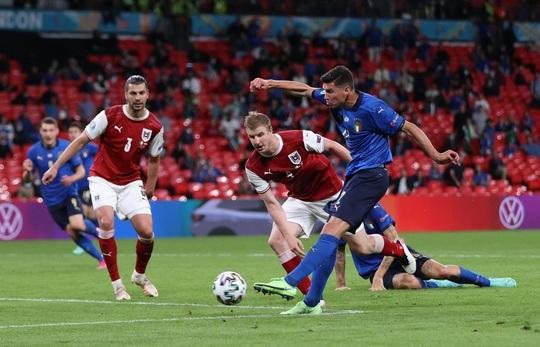 Tuyển Ý vào tứ kết Euro 2020 nhờ hai siêu phẩm bàn thắng - Ảnh 1.