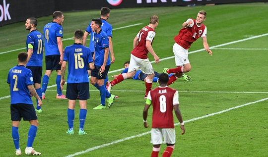 Tuyển Ý vào tứ kết Euro 2020 nhờ hai siêu phẩm bàn thắng - Ảnh 10.