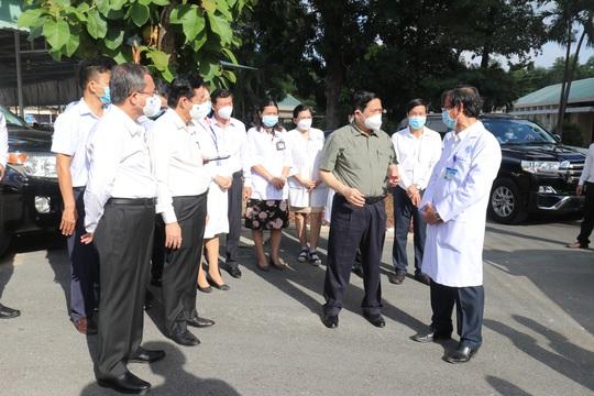 Thủ tướng Chính phủ kiểm tra phòng, chống dịch tại Bình Dương - Ảnh 1.