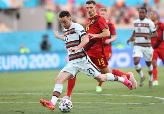 Siêu phẩm Hazard biến Bồ Đào Nha thành cựu vô địch, Bỉ vào tứ kết - Ảnh 3.