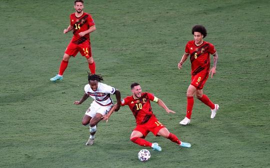 Siêu phẩm Hazard biến Bồ Đào Nha thành cựu vô địch, Bỉ vào tứ kết - Ảnh 7.