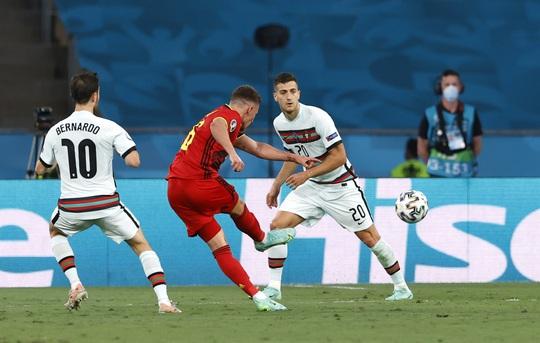 Siêu phẩm Hazard biến Bồ Đào Nha thành cựu vô địch, Bỉ vào tứ kết - Ảnh 4.