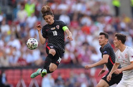 Rượt đuổi tỉ số kịch tính, Tây Ban Nha ngược dòng thắng ngoạn mục Croatia - Ảnh 1.