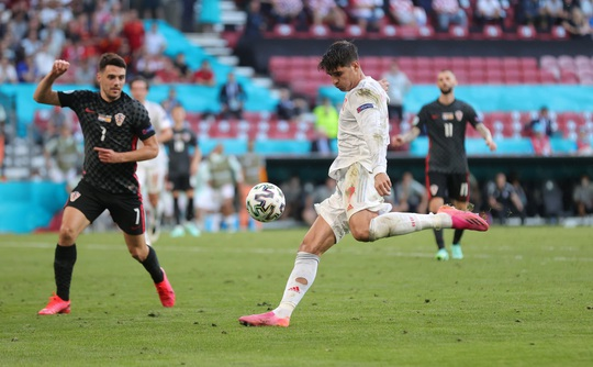Rượt đuổi tỉ số kịch tính, Tây Ban Nha ngược dòng thắng ngoạn mục Croatia - Ảnh 7.