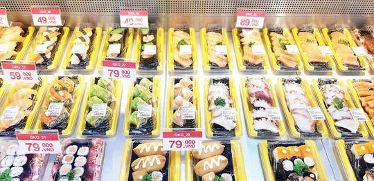 Satramart - Siêu thị Sài Gòn đưa vào hoạt động quầy sushi tự chọn - Ảnh 2.