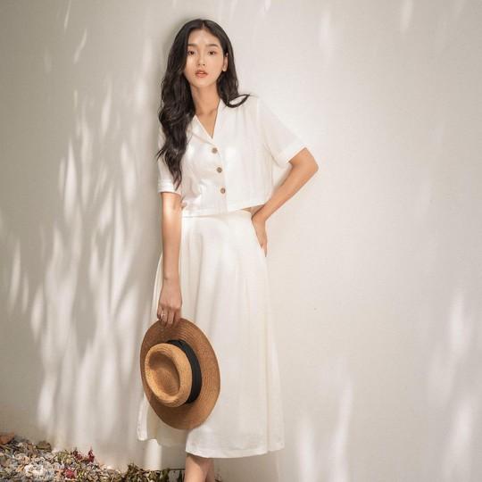 Kiểu áo sơ mi đang phủ sóng các shop thời trang Việt - Ảnh 2.