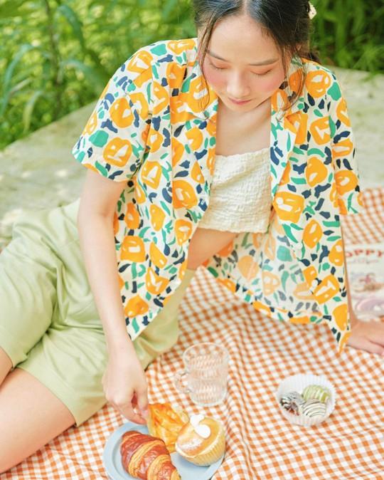 Kiểu áo sơ mi đang phủ sóng các shop thời trang Việt - Ảnh 3.