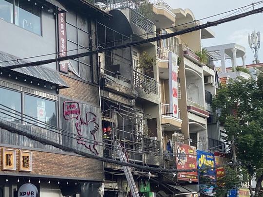 TP HCM: Cháy nhà phố ở đường Đồng Đen - Ảnh 1.