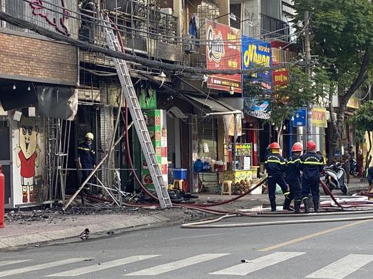 TP HCM: Cháy nhà phố ở đường Đồng Đen - Ảnh 2.