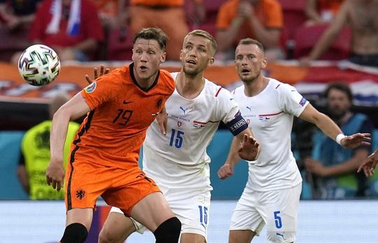 Hà Lan bị loại, KNVB chính thức sa thải HLV Frank de Boer - Ảnh 4.