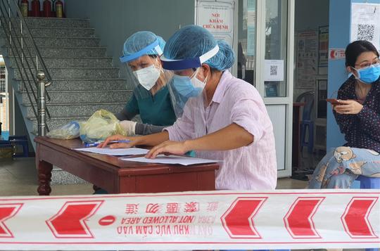 Quảng Nam dừng kiểm soát, cách ly người về từ Đà Nẵng - Ảnh 1.