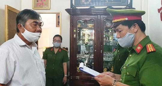 Bắt giam nguyên phó chủ tịch tỉnh Phú Yên liên quan đấu giá sỉ 262 lô đất - Ảnh 1.